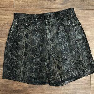 HoT Pants•Leather snakeskin shorts